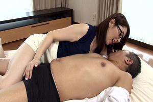 翔田千里 勃起不全に悩める男性を優しく治療!巨乳女医がカラダを張って中出しクリニック!