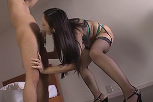 神納花 網タイツにセクシーランジェリーの極上美女!ちんぐり返しにして肉棒を濃厚フェラする痴女