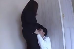 仲咲千春 巨乳巨尻のムチムチドスケベ美女がM男に襲い掛かる!ぺ二パン装着で逆レイプ