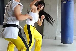 えりりか 日々トレーニングに汗を流す美人な女格闘家!拉致監禁されてしまい凌辱デスマッチ