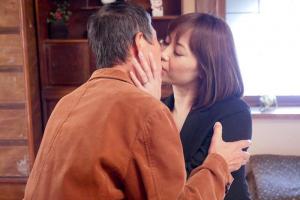 児玉るみ 広瀬奈々美 還暦を過ぎた老人と未亡人の三十路熟女!激しいキスを交わし濃厚セックス
