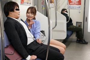 電車でパンチラとオナニーを見せつけ誘惑してくる痴女!フル勃起ちんぽを手コキされる