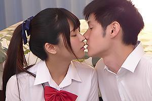 久留木玲 クラスで一番かわいい制服JKとイチャラブキス!フル勃起ちんぽをフェラしてくれる