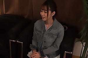 篠田ゆう 欲求不満な巨乳美女にエッチなオイルマッサージ!イケメンの愛撫に感じてしまいハメパコ