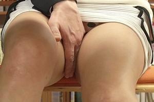 二宮ナナ 巨乳人妻が図書館で中出しセックス!ミニスカから見えるパンツに手を入れ濡れ具合を確かめる