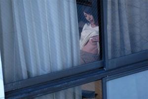 竹内麻耶 オナニーしているところを覗かれてしまった人妻!熟女まんこをNTRレイプ