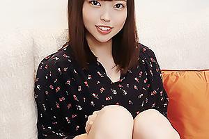 【素人】Bカップ貧乳のスレンダーな美少女をハメ撮り!密着イチャラブセックスでザーメンを大量顔射