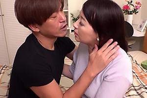 矢田紀子 恋仲になった年下男の父親と結婚する美熟女!義理の息子と近親相姦セックス