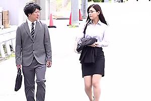 並木塔子 憧れの女上司と地方出張で相部屋宿泊!浴衣姿の美熟女妻に欲情して浮気セックス