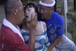 【ヘンリー塚本】羽月希 ガテン系な男達と野外でハメパコしちゃう美女!青姦3Pファック