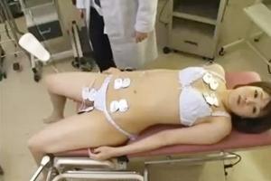 巨乳美女が電気ショックで失神!変態医師におマンコを指で弄られ肉棒を挿入される