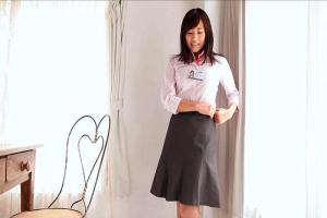 浅野えみ 美人な巨乳女子社員がイメージビデオに出演!服を脱衣してエロいヌードを大公開