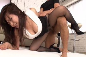 KAORI 黒パンスト巨乳のドスケベボディを持つビッチ女!パンツの脇から肉棒をぶち込み着衣セックス