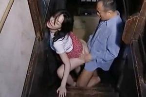 【ヘンリー塚本】人妻が階段で立ちバックでガン突きピストン!2階に移動して不倫セックス