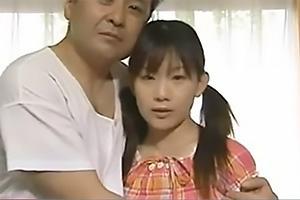 【ヘンリー塚本】宮地奈々ツインテールの激カワロリ顔美少女!中年ちんぽで突かれまくる