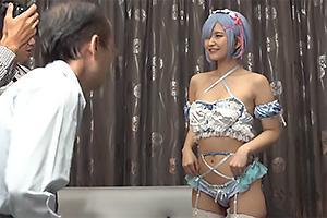 深田結梨 アニコスしてエロメイドとなった巨乳の美少女レイヤー!生ハメファックで中出しされちゃう