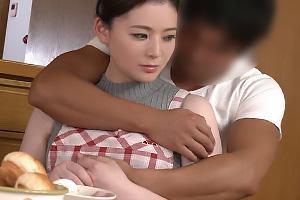 麻倉汐里 三十路熟女のお母さんが息子と近親相姦!濃厚生ハメファックで人妻まんこにザーメン中出し