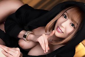 【VR】浜崎真緒 隣人の巨乳ギャルに逆夜這いされてしまう!オナニーしながらフェラしてくる淫乱痴女