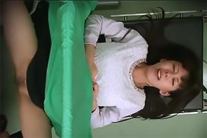 産婦人科でセクハラ診察されてしまう美女!まんこをめちゃくちゃに弄りまわされ感じてしまう