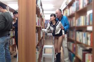 清楚なセーラー服の黒髪JKを図書館で痴漢!声が出せない美少女を犯しまくりザーメン顔射