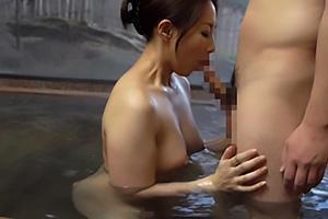 成宮いろは セックスレスのお母さんと温泉旅行に出発!マザコンの息子と露天風呂で近親相関