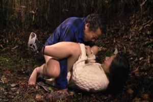浅井千尋 野外で野ションする変態妻!夫公認で他人ちんぽをぶち込み青姦NTRセックス