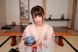 【VR】篠宮ゆり スケスケの着物にセクシーなTバック!ドスケベ女将が過激サービス