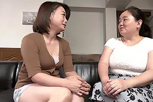 佐倉由美子 オナニーを見せつけてくるドスケベ熟女妻!お母さんの友達と中出しセックス