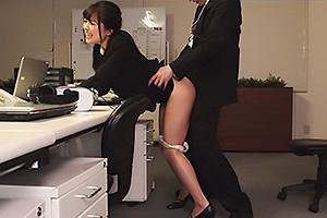 宮沢ちはる 洗脳支配された新卒パイパンOLが残業中にオフィスSEX