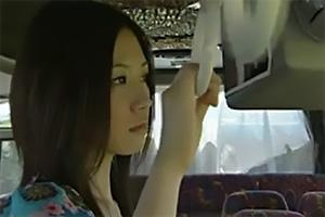 【ヘンリー塚本】満員バスで痴漢される美女!パンツの上から股間を刺激され感じてしまう