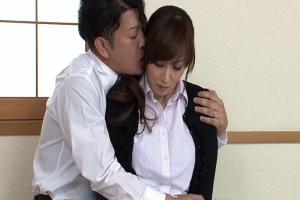 澤村レイコ 娘の代わりに代理出産することになった美熟女母!近親相姦セックスでNTRザーメン中出し