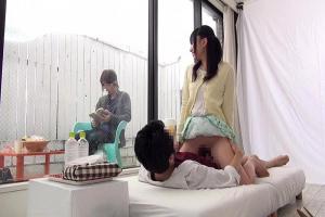 【マジックミラー号】女子大生が彼氏の友人と彼氏の目の前で浮気セックス