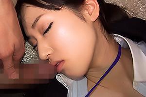 訪問営業にやってきた生保レディのお姉さん!薬で眠らされてしまい昏睡レイプでザーメン中出し